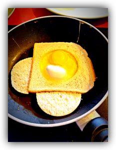 babykeks.de_Ei im Toast in Pfanne