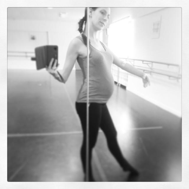 Auch wenn die Schuhe derzeit nicht passen... Ballett tanzen wir trotzdem ;)