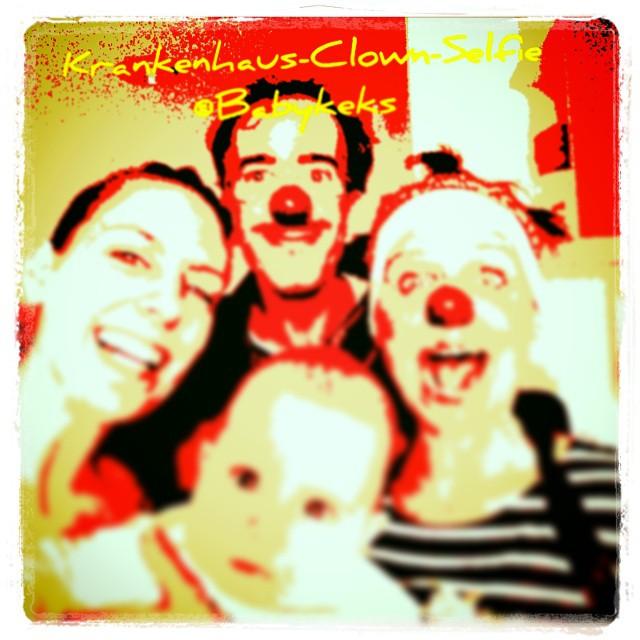 """Krankenhaus Clown Selfie :-) Leider müssen wir noch länger bleiben aber wo Mama ist, ist Babykrümel zufrieden & Babykeks freut sich über die """"Männerabende"""" mit seinen Papa ;-)"""