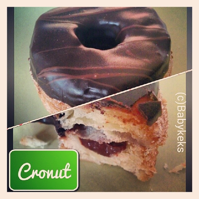 Man mische ein Croissant & einen Donut & katapultiert somit seine Geschmacks Papillen in den 7 Himmel! Bin ab jetzt Cronut Lover;)