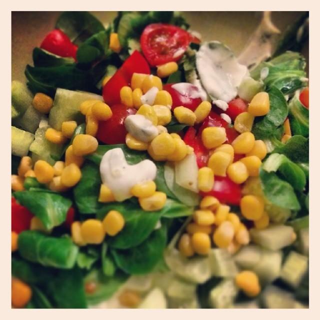 Ernährung in der Schwangerschaft. Meine Ärztin meint zwinkernd - einfach täglich jede Farbe essen. Aha ok !