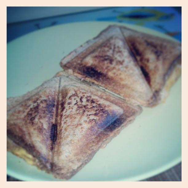Guten Morgen. Der Liebste ist stolz wie Bolle weil er heute das Familien Frühstück gemacht hat :)