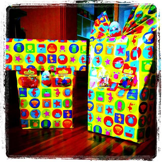 #Babykeks ist diese Woche auf 2 Kinder-Geburtstagen eingeladen. Da ist als Mama Verpackungstalent gefragt ;