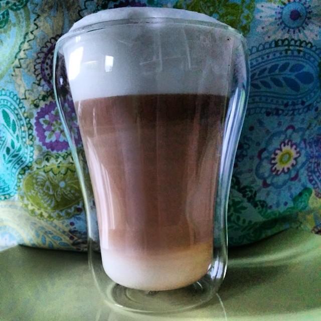 Der Liebste hat sich neue Kaffee Gläser gekauft & weiht sie gerade ein... Da macht sich mein Tee sicherlich auch gut drin ;-)
