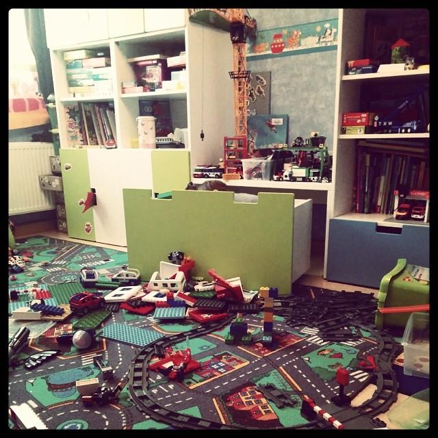 Wer findet das Kind im Chaos? Der normale Sonntags-Spiel-Wahnsinn...