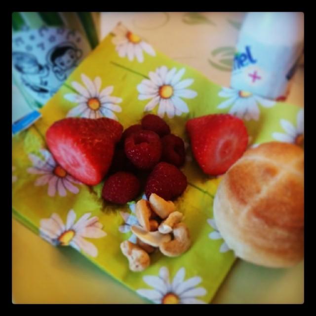 Guten Morgen. Hier gibt es gleich Power Frühstück für Baby & mich :)