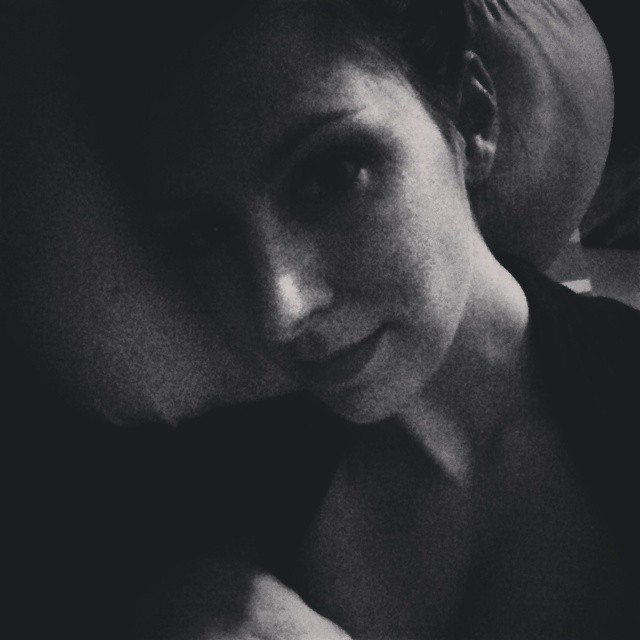 Ich wurde von @mamaskind_de gefragt, was ich gerade mache. Ich stille Babykrümel in den Schlaf :) Was machen: @fraumitfacetten @sophieleli @nibe_12 & @alltagstipps im Moment???